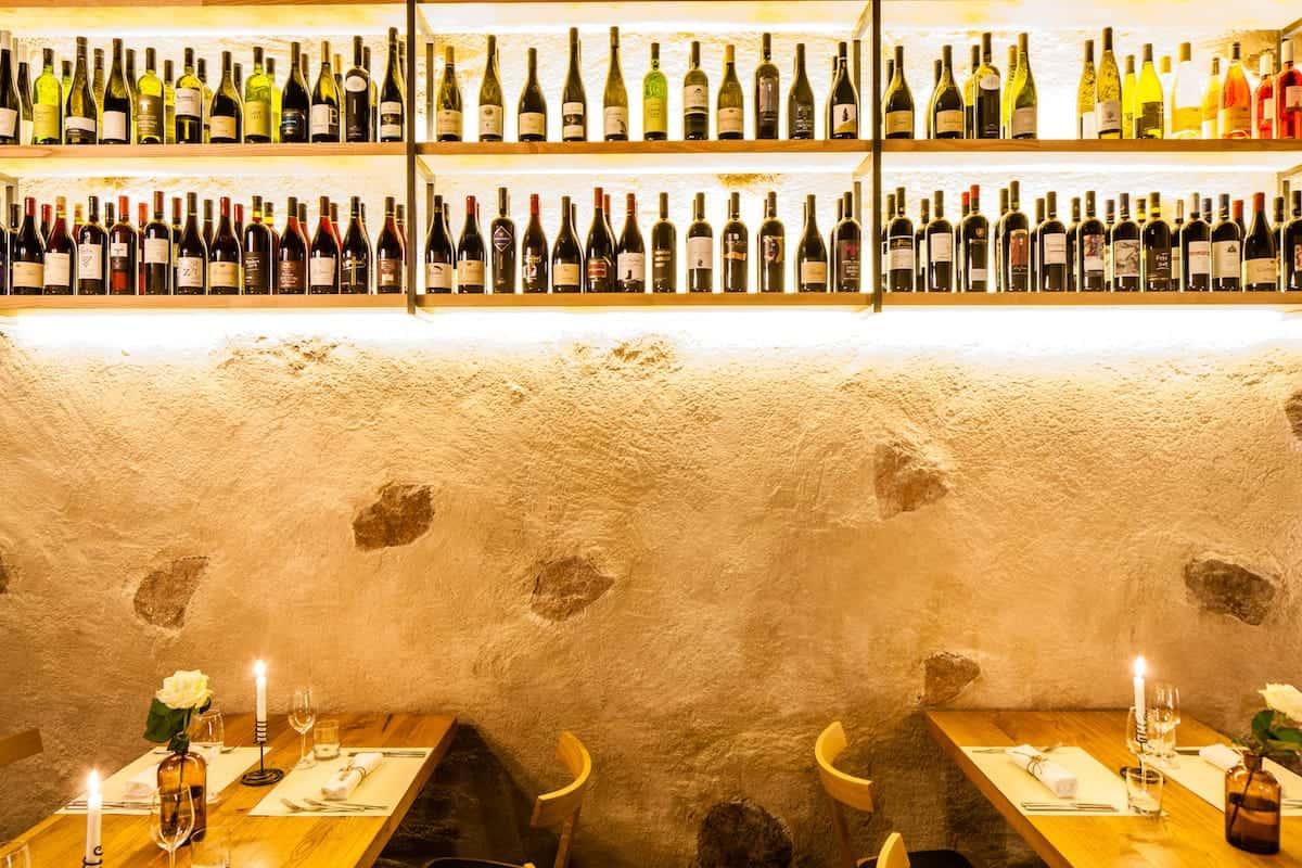 Seehof Keller | Restaurant Innen Weinflaschen - Inside Wine Bottles