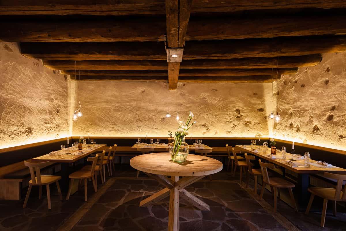 Seehof Keller | Restaurant Innen Runder Tisch - Inside Round Table